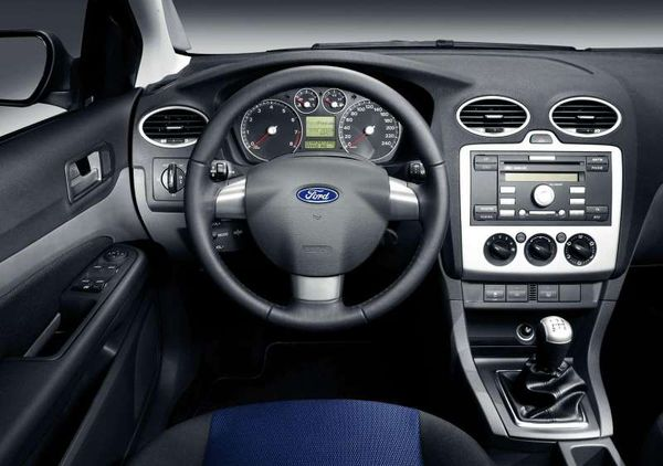 Ford-Focus_TDCi_2004_interier