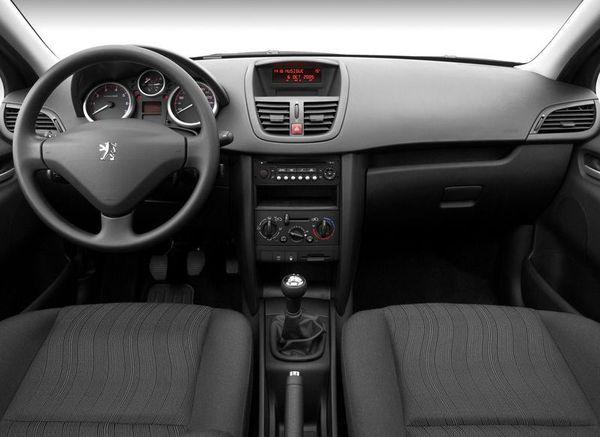 Peugeot_207_interier