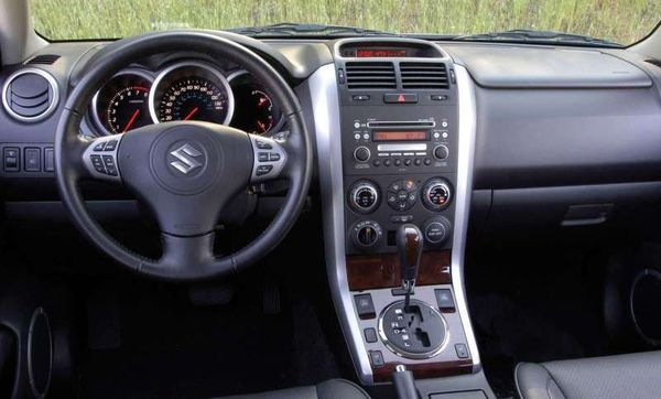 Suzuki_Grand_Vitara_interier