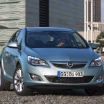Opel_Astra_2010_04