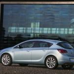 Opel_Astra_2010_09