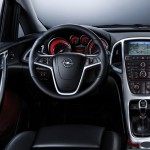 Opel_Astra_2010_11