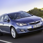 Opel_Astra_Sports-Tourer_2011_01