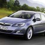 Opel_Astra_Sports-Tourer_2011_02