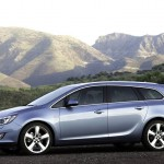 Opel_Astra_Sports-Tourer_2011_03