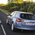Opel_Astra_Sports-Tourer_2011_05