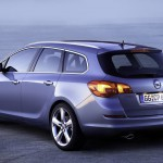 Opel_Astra_Sports-Tourer_2011_06