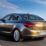 Opel_Astra_sedan_2013_04