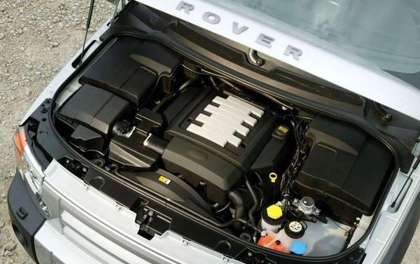 Land_Rover_Discovery_3_2005_motor