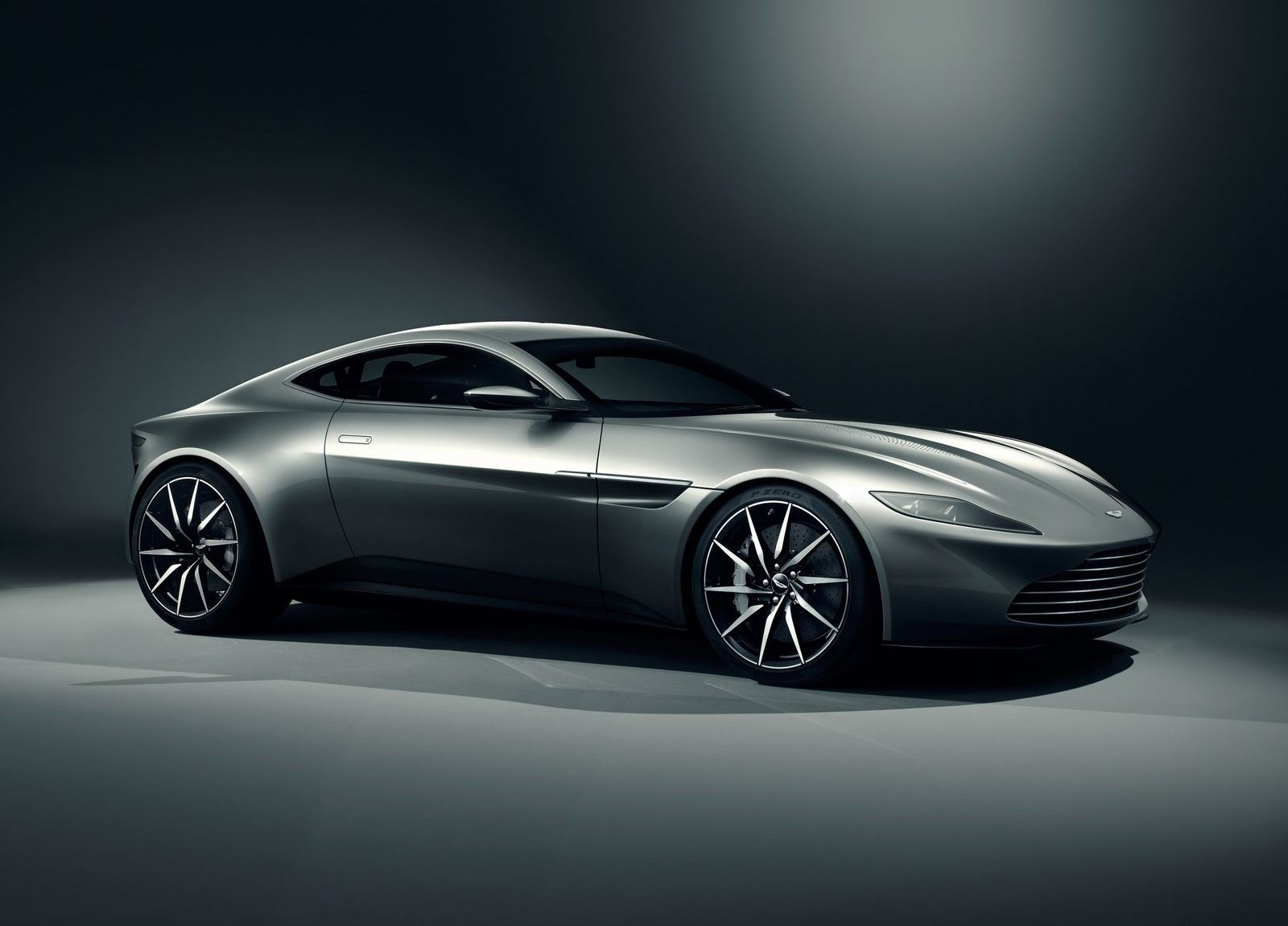 Aston_Martin-DB10_2015