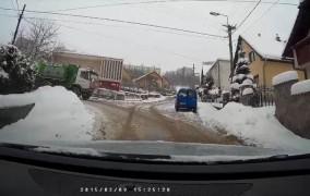 Video: Nehoda odhŕňača snehu