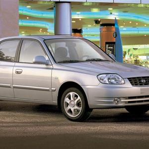 Hyundai-Accent_2004.jpg