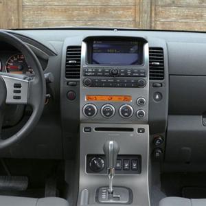 Nissan-Pathfinder_2005_interier.jpg