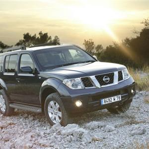Nissan_Pathfinder_R51_2005_01.jpg