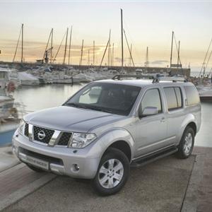 Nissan_Pathfinder_R51_2005_03.jpg