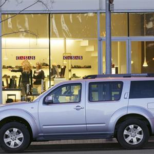 Nissan_Pathfinder_R51_2005_11.jpg