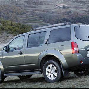 Nissan_Pathfinder_R51_2005_12.jpg