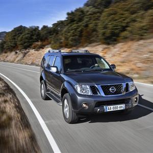 Nissan_Pathfinder_R51_2010_02.jpg