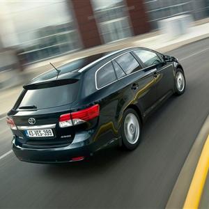 Toyota_Avensis_2012_06.jpg