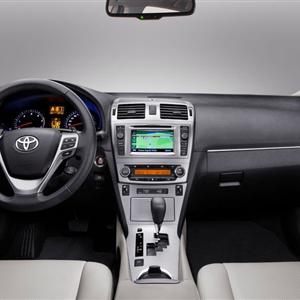 Toyota_Avensis_2012_08.jpg