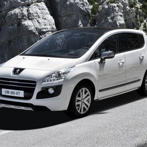 Peugeot_3008_HYbrid4_2012_01.jpg
