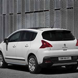 Peugeot_3008_HYbrid4_2012_02.jpg