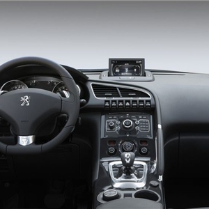 Peugeot_3008_HYbrid4_2012_03.jpg