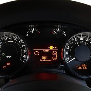 Peugeot_3008_HYbrid4_2012_04.jpg
