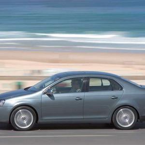 Volkswagen_Jetta_2006_10.jpg