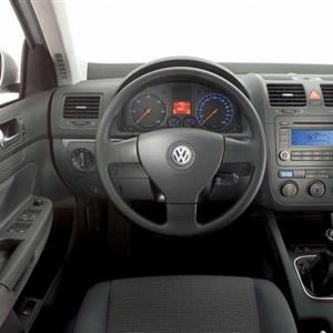 Volkswagen_Jetta_2006_18.jpg