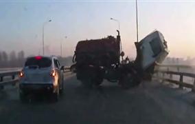 Video: Crash zábery z ruských ciest 01/2016